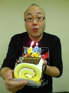 ケーキに喜ぶただしさん(永遠の35才くらい)