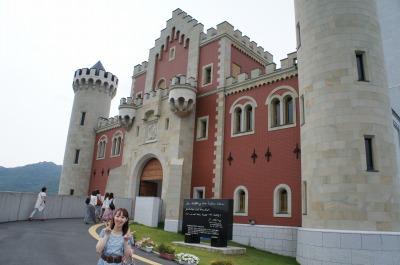 お城の門の前でパチリ☆