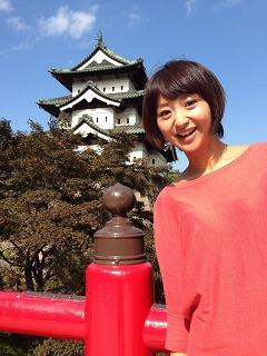 青空と弘前城と私。
