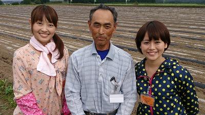 畑を貸してくださった山田さんと♪ありがとうございます!