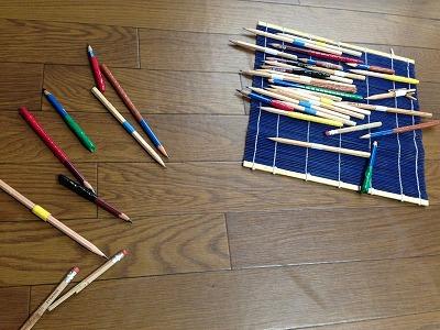 佐藤さんの鉛筆。鉛筆によっての濃さなどが違います。