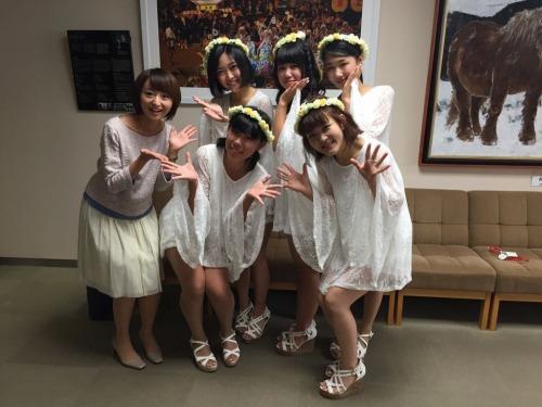 奥・左から、美樹さん、妃菜さん、優さん、手前・左から日菜多さん、有香さん。