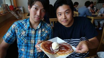 男たちとパンケーキ