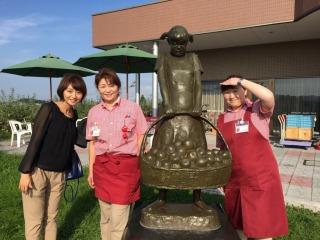 りんご公園の(右から)山下さんと朝田さん ありがとうございました。