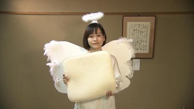 羽は100円ショップで材料を買い、手作り