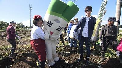 さぶ子さん、大きなネギを収穫